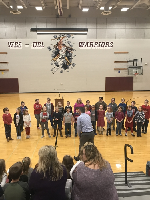 WDES students singing for Veterans